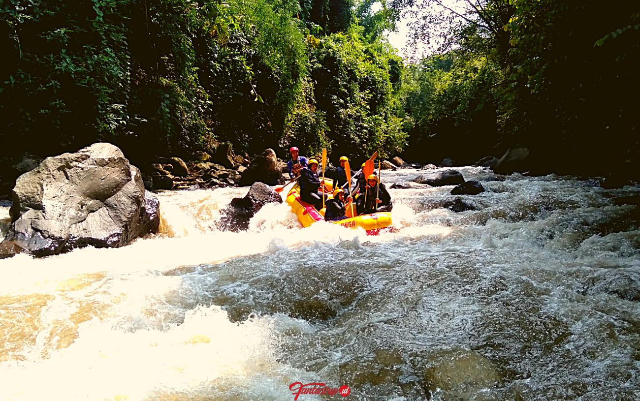 wisata-arung-jeram-pujon-rafting