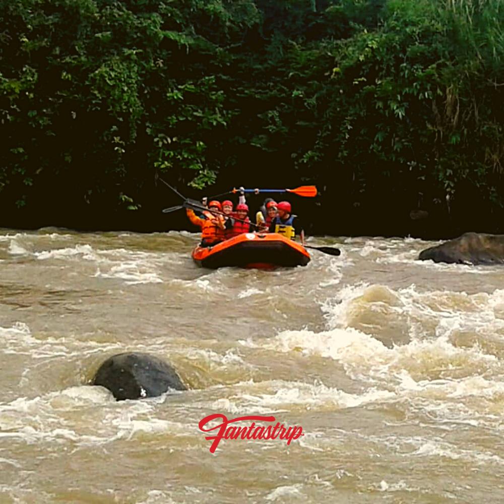 wisata-rafting-arung-jeram-cianten-bogor