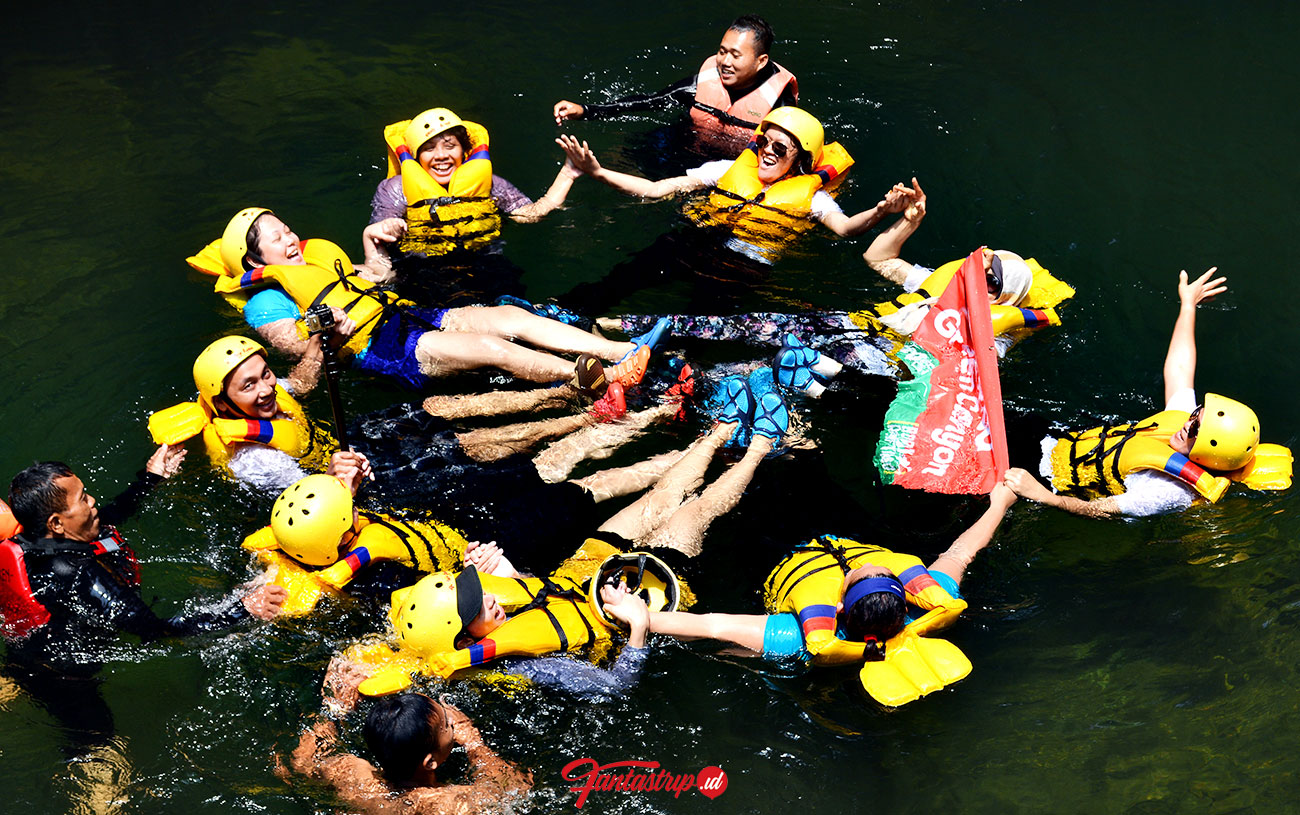 body rafting green canyon pangandaran