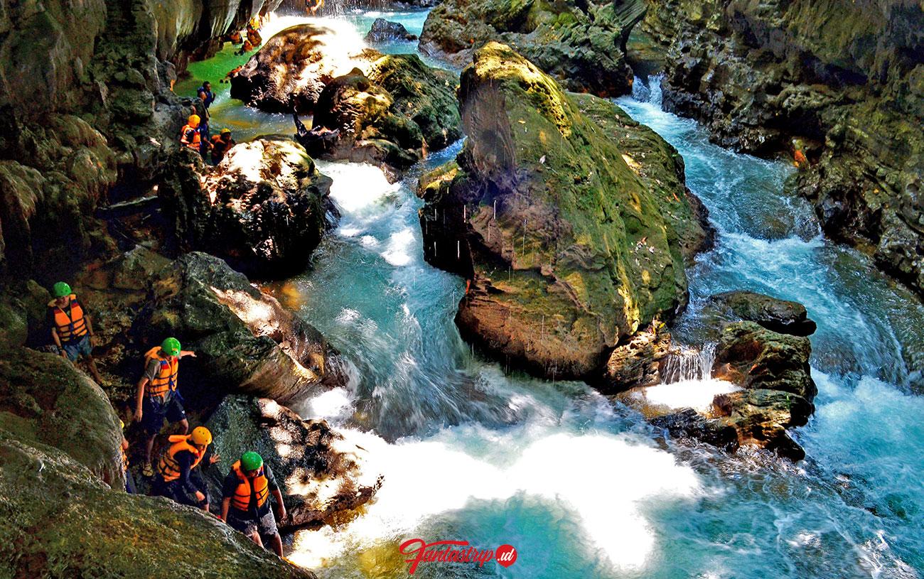 seru main body rafting di green canyon