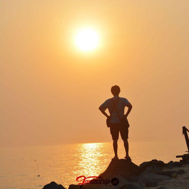 mentari pagi di pantai timur pangandaran